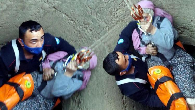 70 yaşındaki Fadime teyze düştüğü kuyudan böyle çıkarıldı!