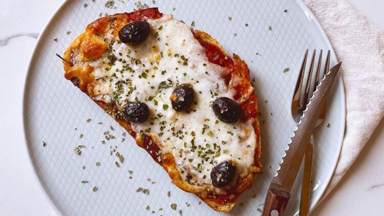 Hem çocuklara hem büyüklere ekmek pizza!