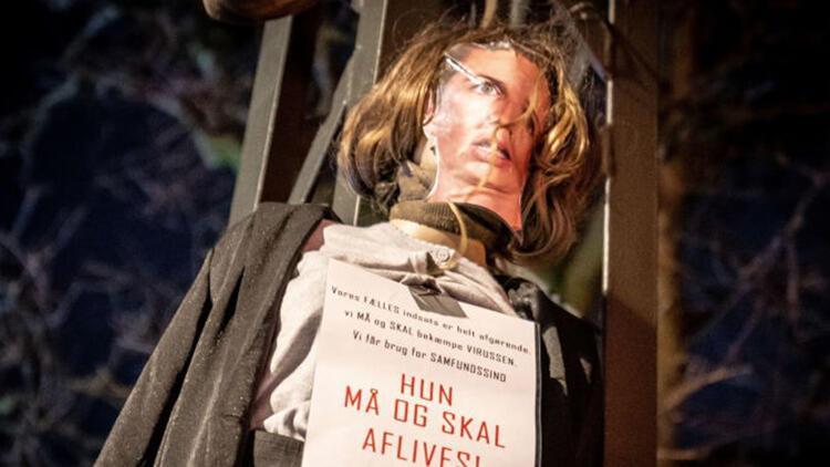 Danimarka başbakanının maketini yakan kişiler tutuklandı!