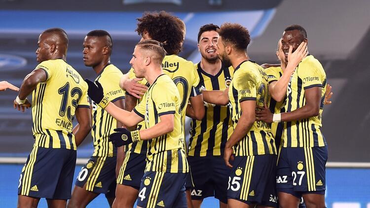 Fenerbahçe, ilk yarıyı pas rekoru ve 42 puanla tamamladı!