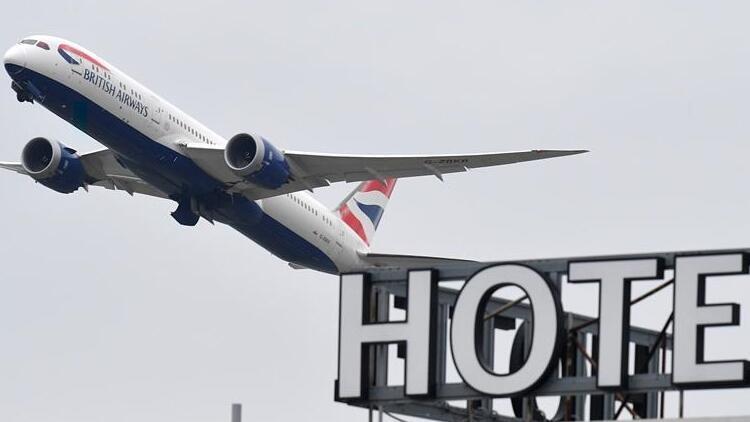 İngiltere, 'yüksek riskli' ülkelerden gelenleri 10 gün otellerde karantinaya almaya hazırlanıyor