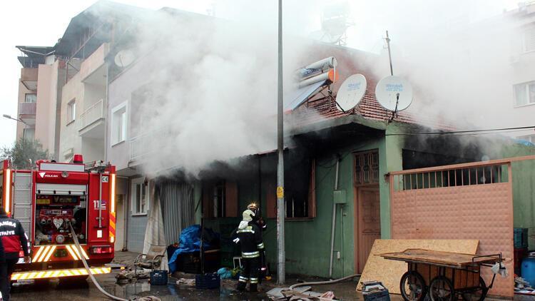 Sobadan çıkan yangında anne-baba ve 2 çocuğu yaralandı
