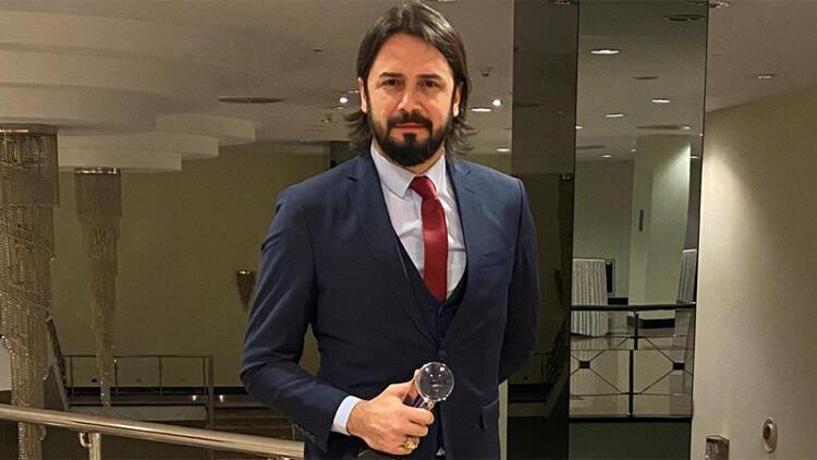 Oyuncu Cem Uçan'a En İyi Erkek Oyuncu ödülü