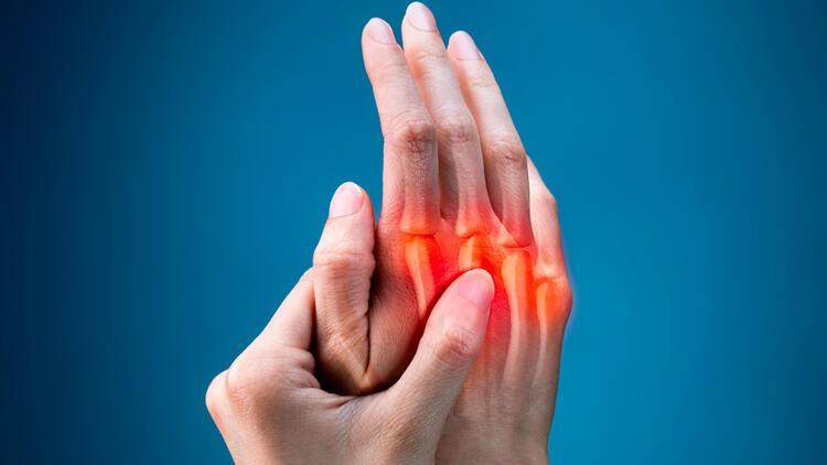 Eklemlerde ağrı ve şişliğe sebep oluyor… Romatoid artrit hastalığına dikkat!