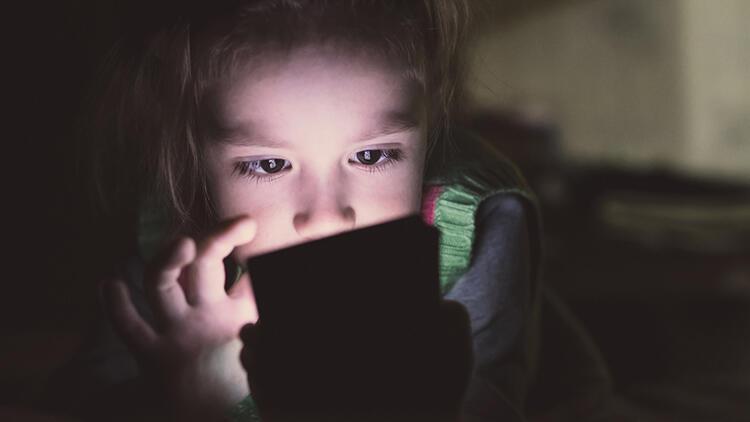Çocuklarda uzun süre ekran maruziyeti bazı sorunlara yol açabiliyor