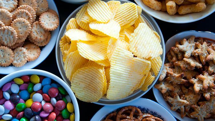 Endüstriyel ürünlerin aşırı tüketimine dikkat! Erken ergenliğe neden olabilir