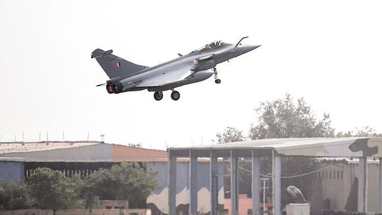 Fransız uçakları Atina'ya tatbikata geliyor