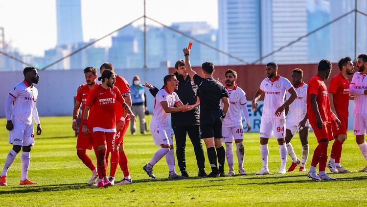 Ümraniye - Samsunspor maçında görülmemiş pozisyon! Herkes topu bıraktı...