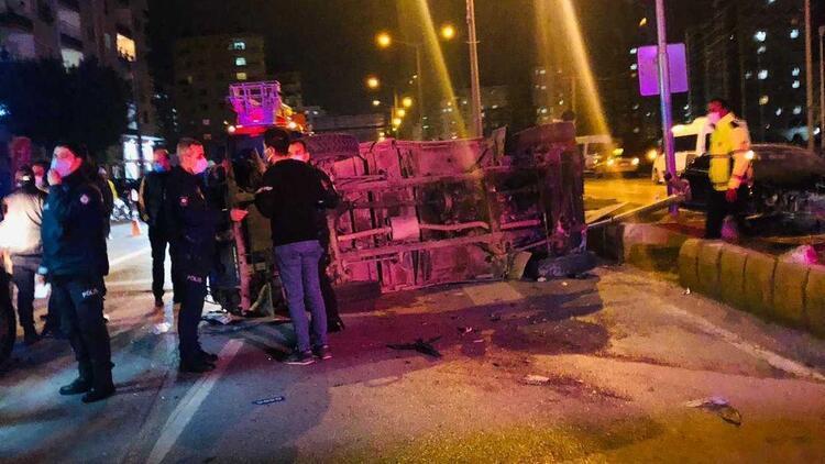 Özel harekat polislerini taşıyan zırhlı araç ile otomobil çarpıştı: Çok sayıda yaralı var