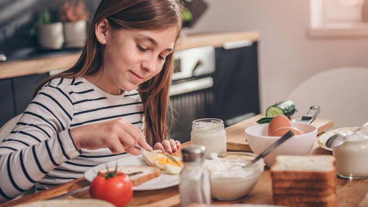Her 4 çocuktan birinin sorunu… İştahsız çocuklara yemeği sevdirecek 7 öneri
