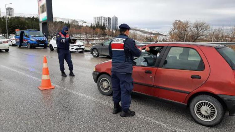 Ankara'da sokak kısıtlamasını ihlal eden 1693 kişiye para cezası