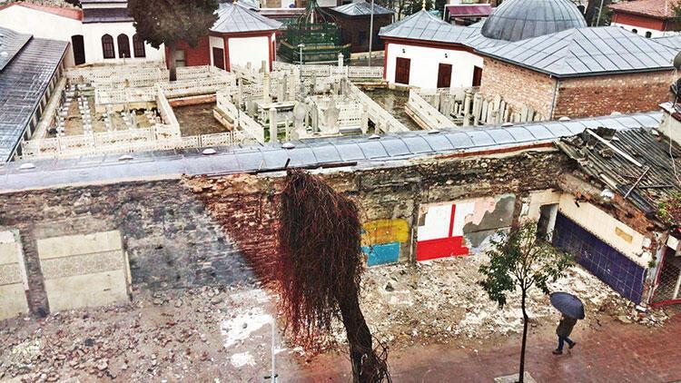 Harabe yapılar yıkıldı