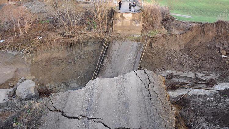 Tekirdağ'da yağış bir köprünün yıkılmasına neden oldu