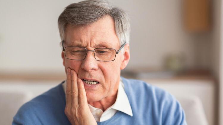 Alzheimer ve demans hastalarının diş tedavisi ertelenmemeli