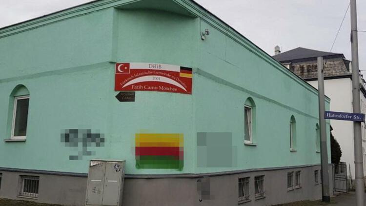 Terör örgütü yandaşlarından camiye boyalı saldırı