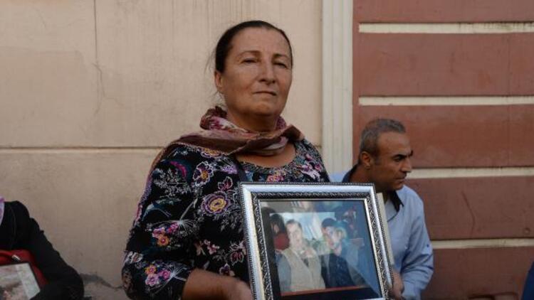 HDP önündeki evlat nöbetinde 23'üncü kavuşma