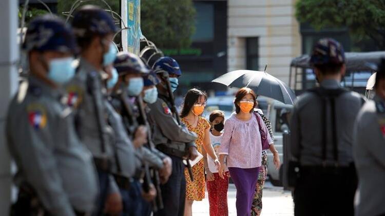 Myanmar'da darbe karşıtı protestocular gözaltına alındı
