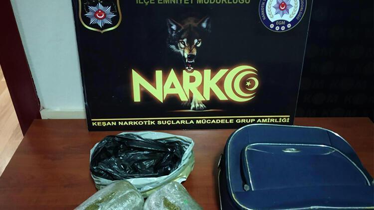 Eniştesinin bıraktığı valizden şüphelendi, 982 gram bonzai yakalattı