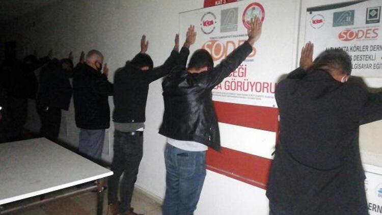 Kumarhaneye çevrilen iş merkezindeki ofise baskın! 15 kişiye 133 bin lira ceza