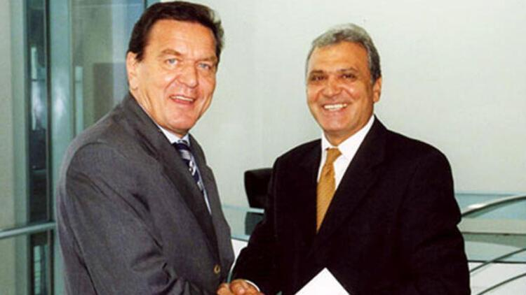 Schröder hep bizden yanaydı