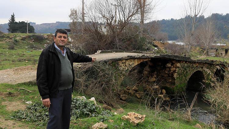 Büyük İskender'in geçtiği söylenen köprüye, traktörlerin geçmesi için beton döküldü