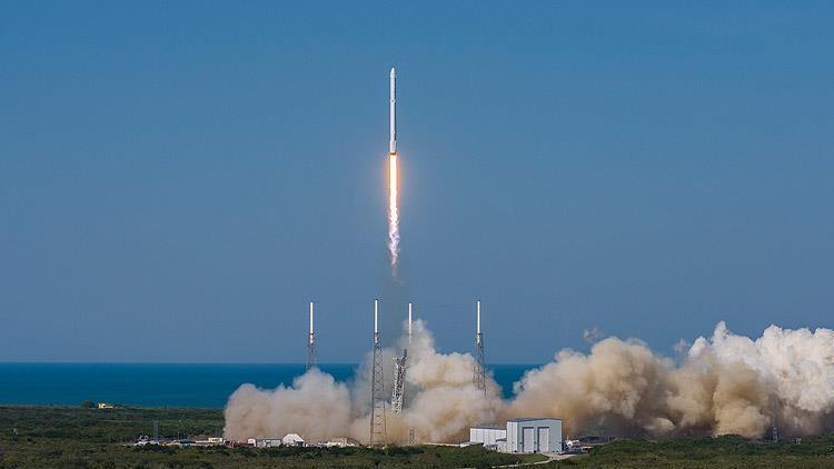 SpaceX aracı ile uzaya fırlatılan astronotlar uzayda kalma rekoru kırdı