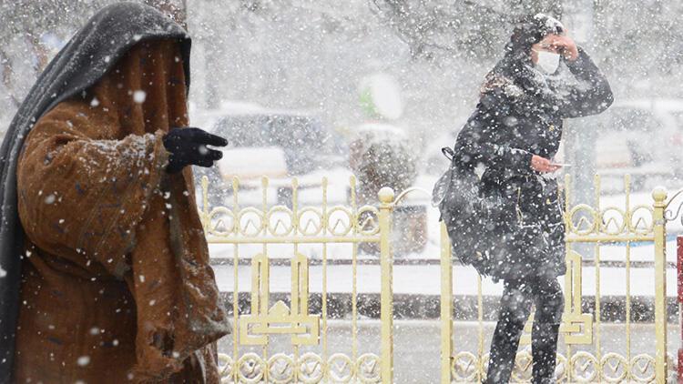 İstanbul'da beklenen kar yağışına ilişkin peş peşe uyarılar... 'Son yılların en soğuk ve karlı günleri...'