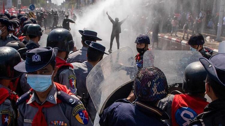 Myanmar'da askeri darbe karşıtı protestolar sıkıyönetime rağmen devam etti