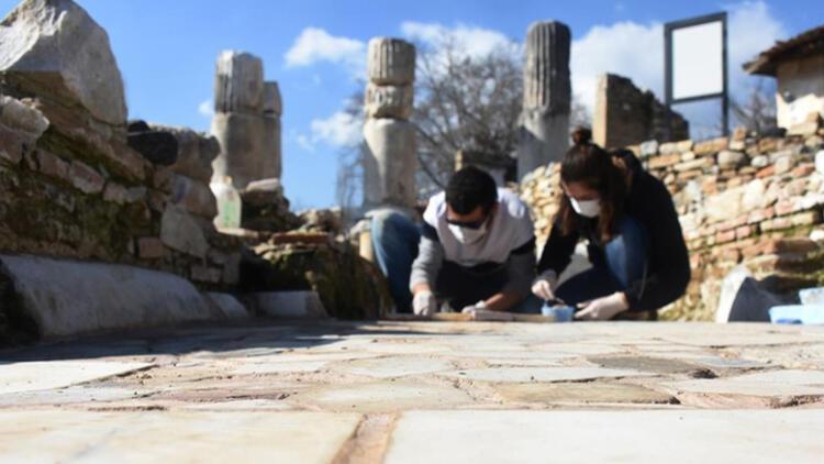 'Gladyatörler kenti'nin 1550 yıllık kilise tabanı özenle işleniyor