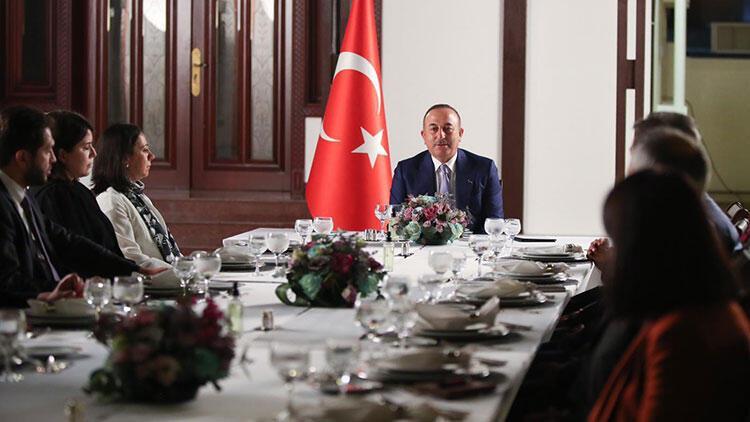 Bakan Çavuşoğlu, Umman'da Türk vatandaşlarıyla buluştu
