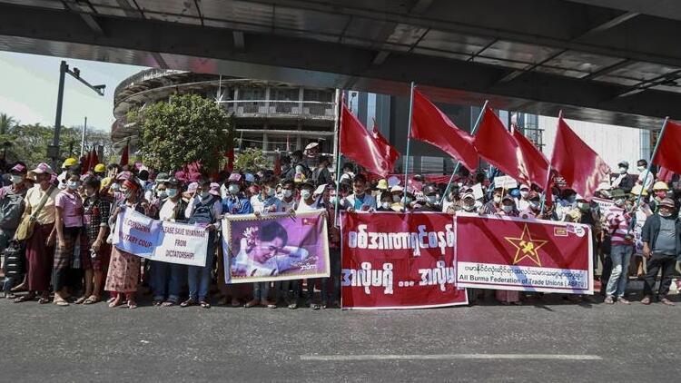 Myanmar'da güvenlik güçleri Suu Çii'nin partisinin merkez binasını bastı