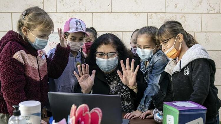 İsrail'de koronavirüs vakaları düştü, yüz yüze eğitim başladı
