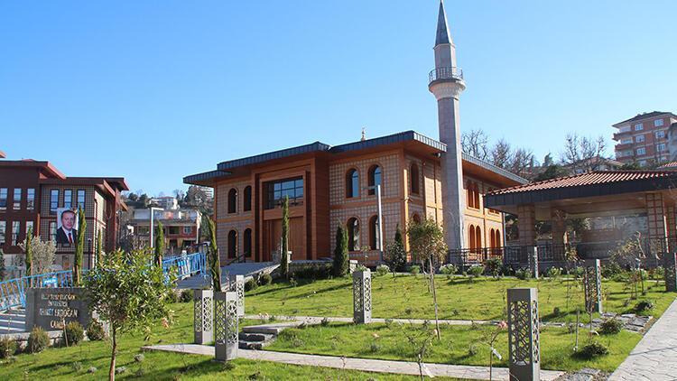Cumhurbaşkanı Erdoğan, Rize'de Selçuklu ve Karadeniz mimarisine sahip camiyi ibadete açacak