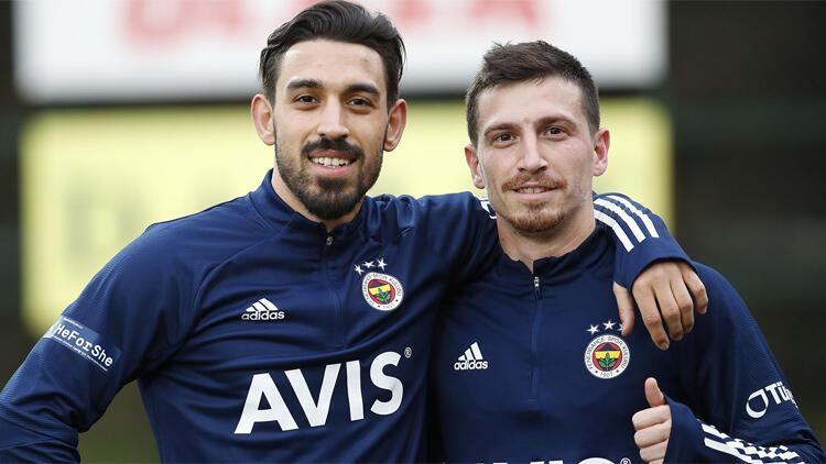 İrfan Can Kahveci'den Galatasaray göndermesi! Mert Hakan Yandaş ile poz verdi