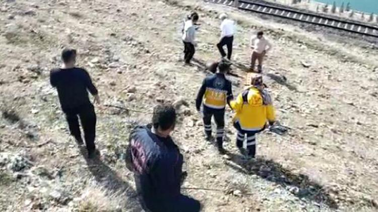 Uçuruma yuvarlanan kadını itfaiye kurtardı