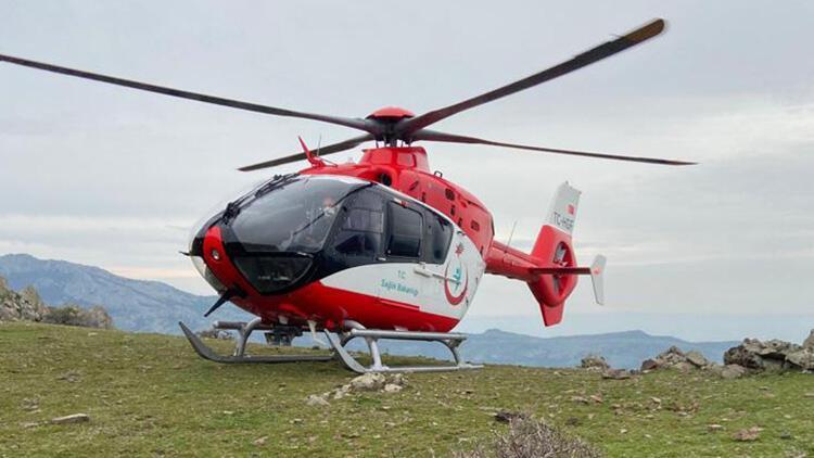 Kayalıklara düşen kadın hava ambulansıyla kurtarıldı