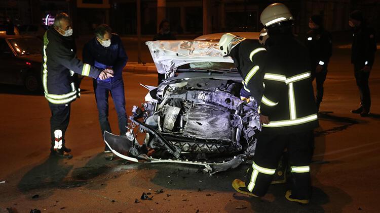 Isparta'da ambulansla otomobil çarpıştı: 2 yaralı