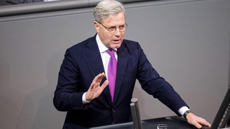 Röttgen: Rusya'ya yaptırımlar kaçınılmaz