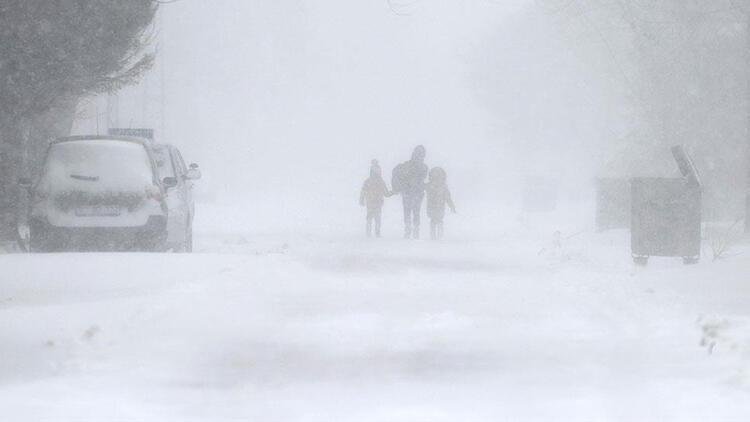 Afyonkarahisar'da okullar tatil edildi! Yüz yüze eğitime kar engeli