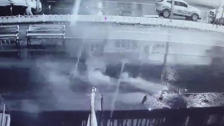 Bebek'te 2 tekneyi yakan trafonun patlama anı kamerada
