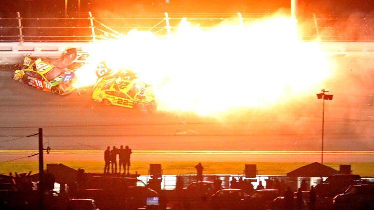 Daytona 500'de inanılmaz kaza! Ölümden döndüler...