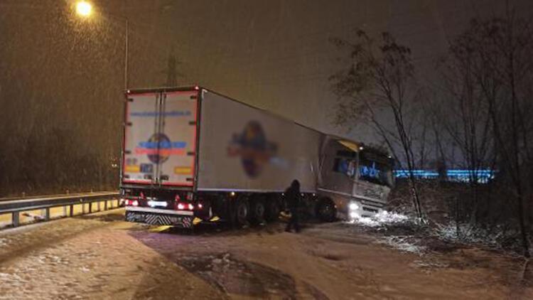 Ordu'da kar etkili oldu; araçlar kaza yaptı