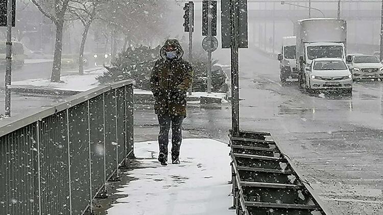 Silivri'de kar yağışı devam ediyor