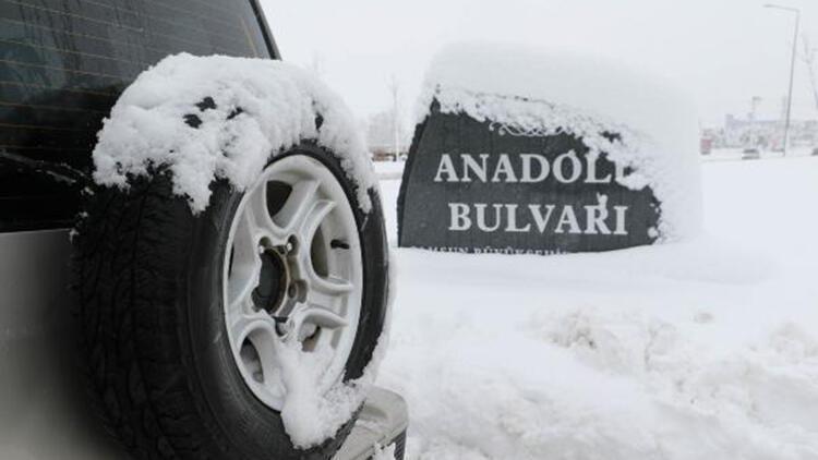 Samsun-Ankara Karayolu kardan ulaşıma kapandı, araç kuyrukları oluştu