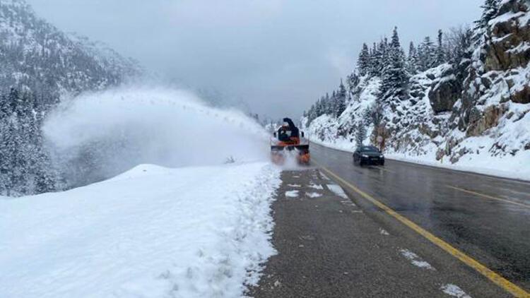 Antalya- Konya yolunda ulaşımın aksamaması için çalışmalar sürüyor