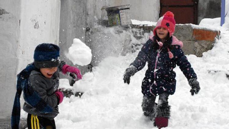 Afyonkarahisar'da karın keyfini çocuklar çıkardı