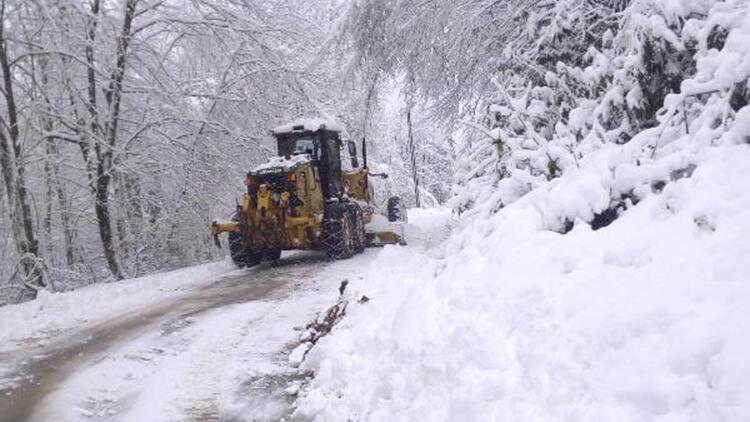 Cide'de kardan kapanan 20 köy yolu, ulaşıma açıldı