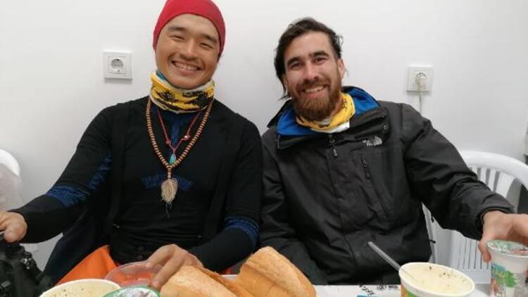 Silivri'de karda mahsur kalan yabancı uyruklu 2 bisikletli kurtarıldı