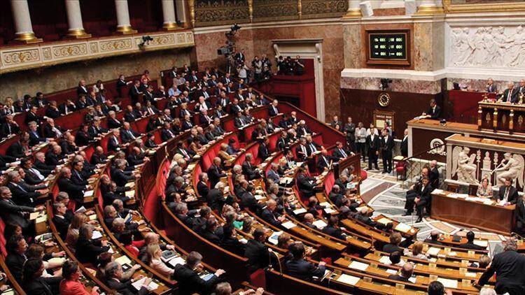 Fransa'da tartışmalı yasaya ilk onay