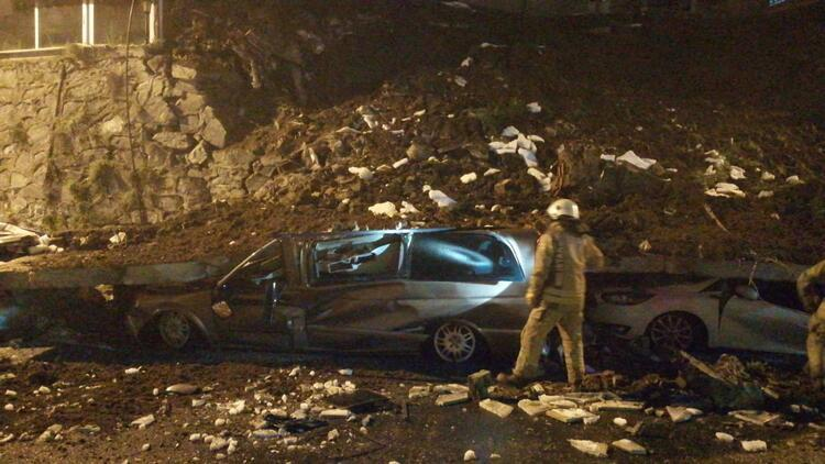 Kağıthane'de istinat duvarı çöktü! 4 araç moloz yığınları altında kaldı